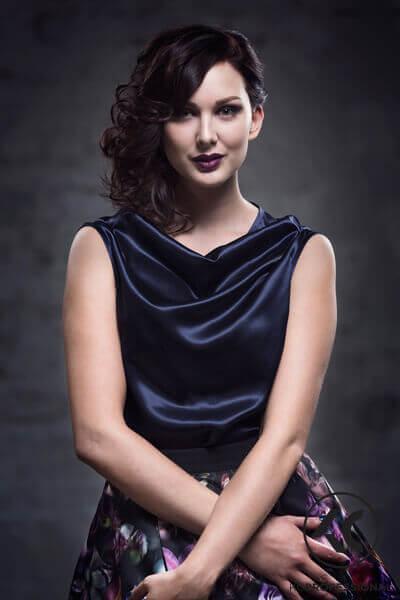 Hiussalonki Frendin tyyligalleria - Romanttinen ja naisellinen hiustyyli