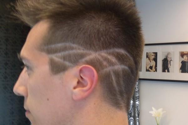 HairDesign hiustatuointi leikaten
